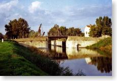 ゴッホの描いたアルルのはね橋