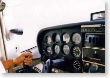 セスナの操縦席
